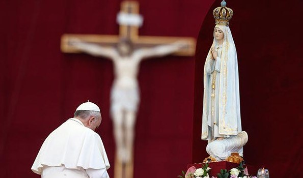 """Apostasy Alert: Pope Francis Declares Worship of Mary Is A """"Requirement"""""""