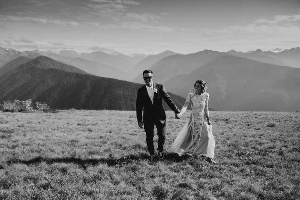 Bride and groom portrait in Hurricane Ridge, Olympic National Park.