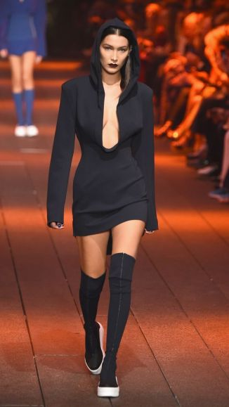 http://www.usatoday.com/story/life/entertainthis/2016/09/14/6-must-see-looks-dknys-nyfw-show/90357574/