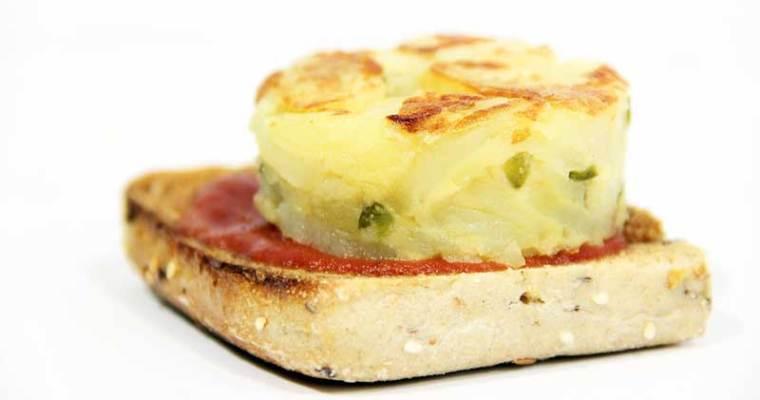 Tortilla de patata vegana con pimientos (con harina de garbanzos)