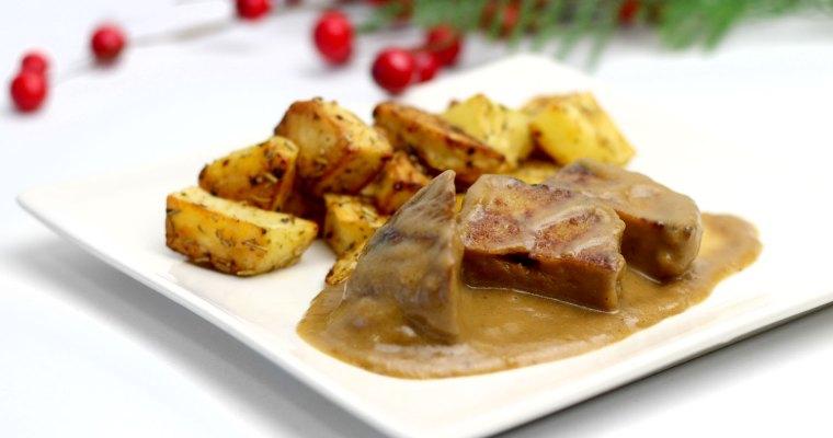 Seitán guisado en salsa con patatas al horno
