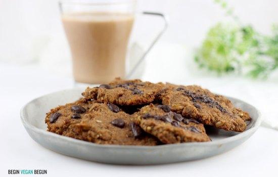 Leche de avellanas con cacao y galletas abizcochadas con la pulpa