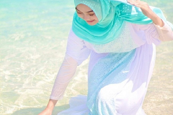 Fashionable Dengan Hijab Saat Di Pantai Blog Behijab Koleksi
