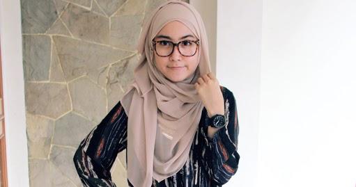 3 Tips Memakai Jilbab Dengan Kacamata Yang Nyaman – Blog Behijab ... 0ed5f9e980