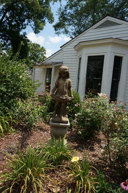 helen keller garden statue at ivy green