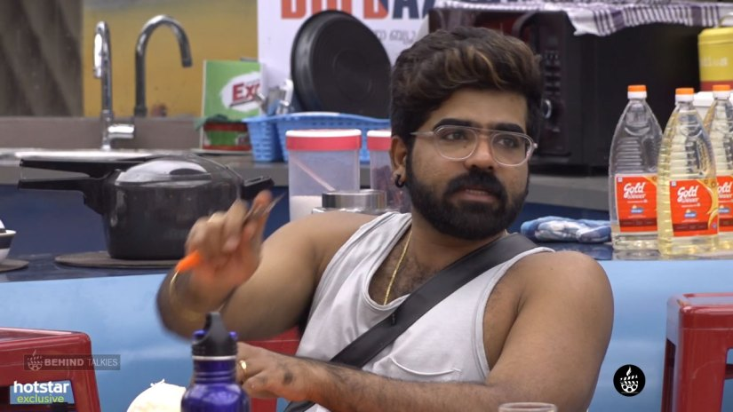 Deepan Murali vegetable cutting in Bigg Boss House