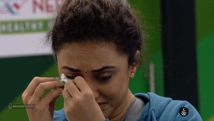 Pearle Maaney Crying First day in Bigg Boss