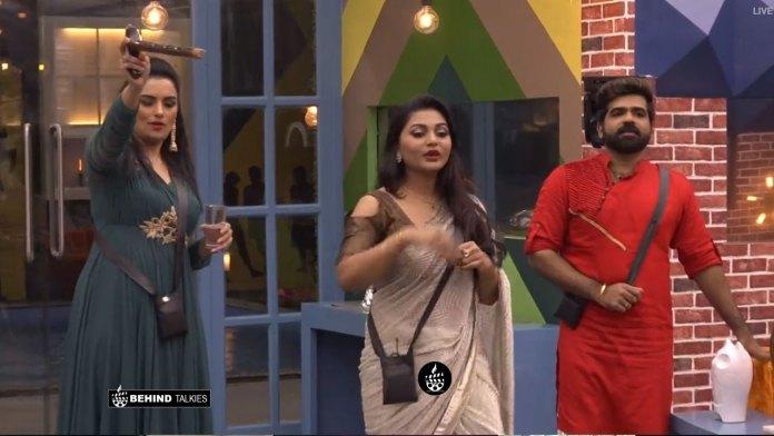 Sreelkashmi with Shwetha Menon and Deepan Murali