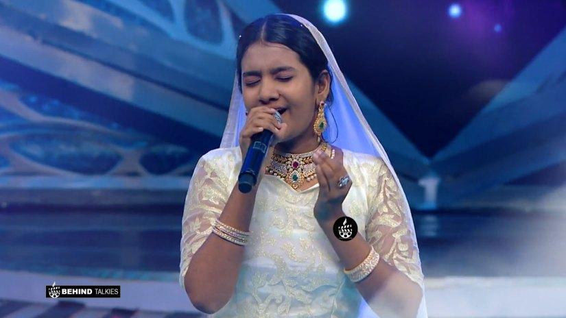 Super Singer Anushya in Getup Round