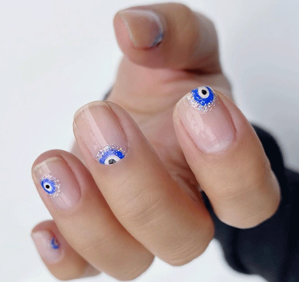 evil-eye-nail-art-thehangedit