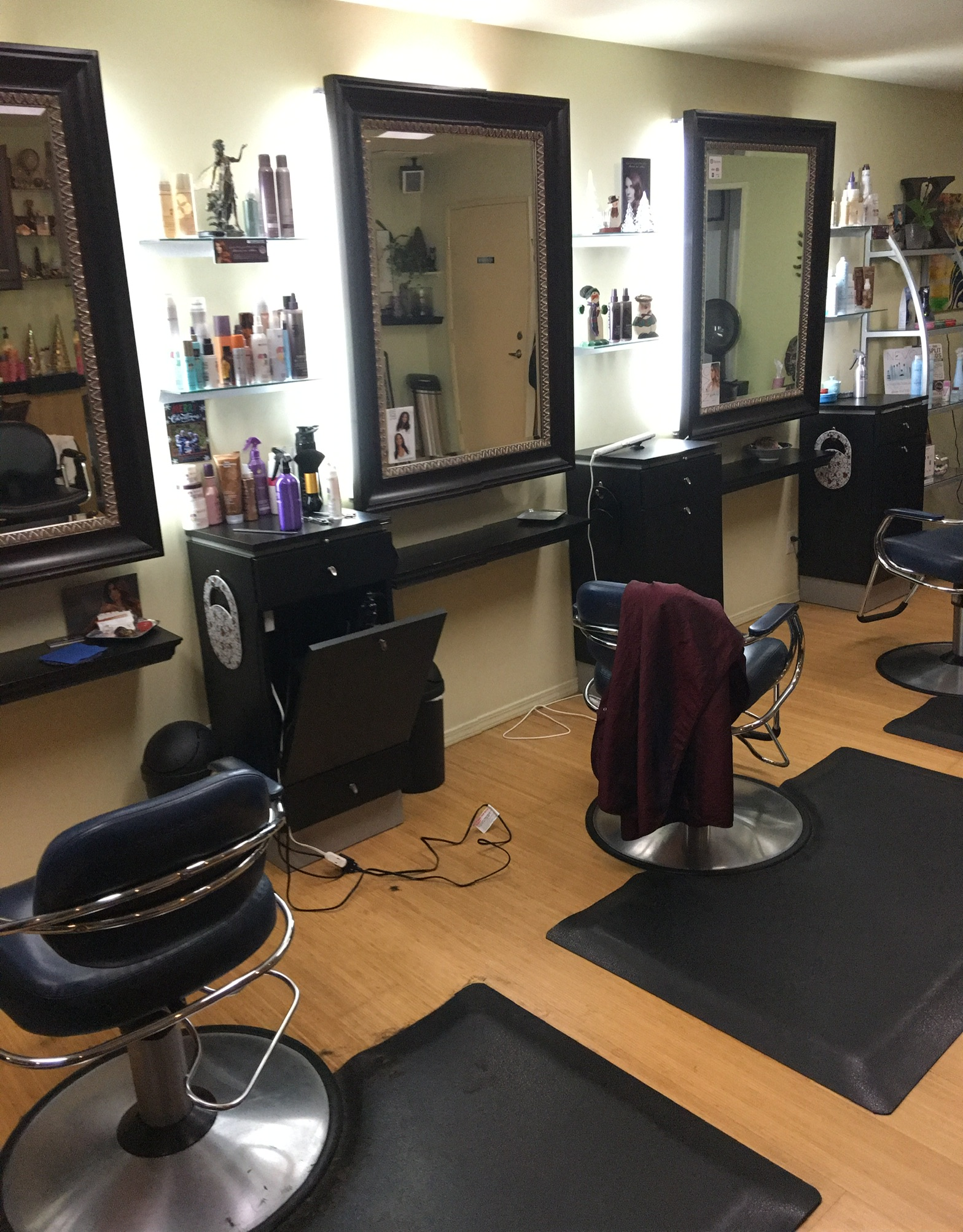Chair/Station for rent/lease