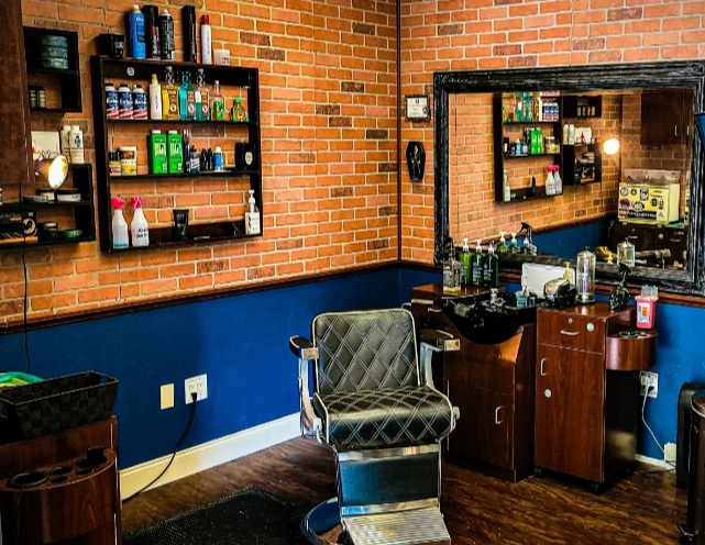Barber or Cosmetologist Wanted
