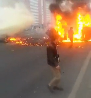 Burning car in Beijing 2