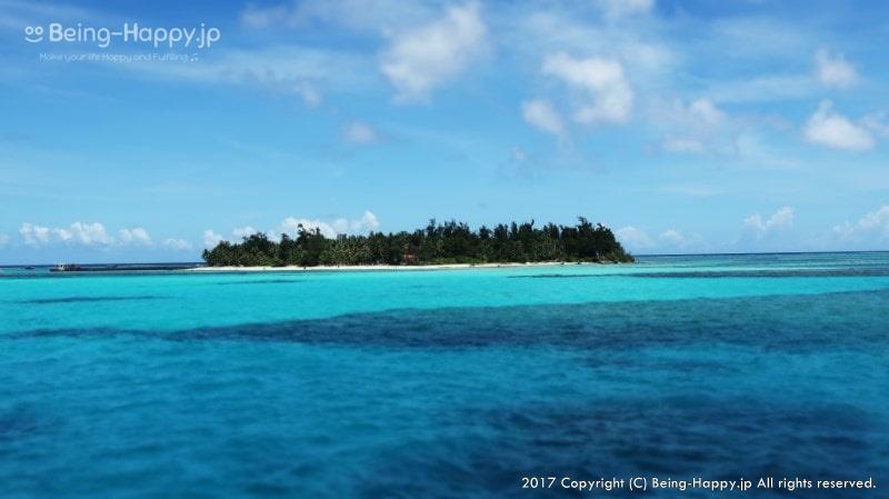 透明度が30m~、時には60m以上にもなるマリアナブルーの海を表現する写真