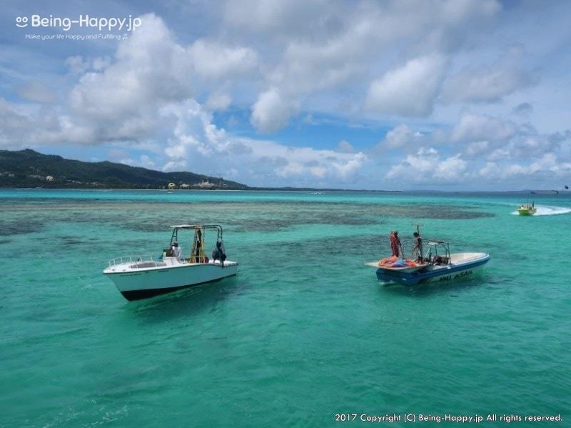 サイパンの海に浮かぶ漁船