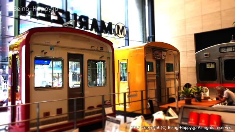 店内の電車3体は迫力あり@丸善 池袋(MARUZEN) photo by 茶子(ちゃこ)