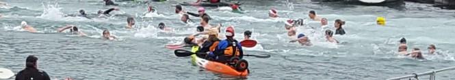 harbour-swim-2016-kayaks-and-santa-hats