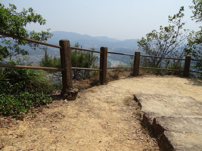 Wuyi Shan's Da Hong Peak, view overlooking mountains from the top