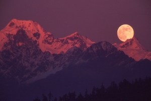 Pink Himalayas and a full moon perfect for having time alone