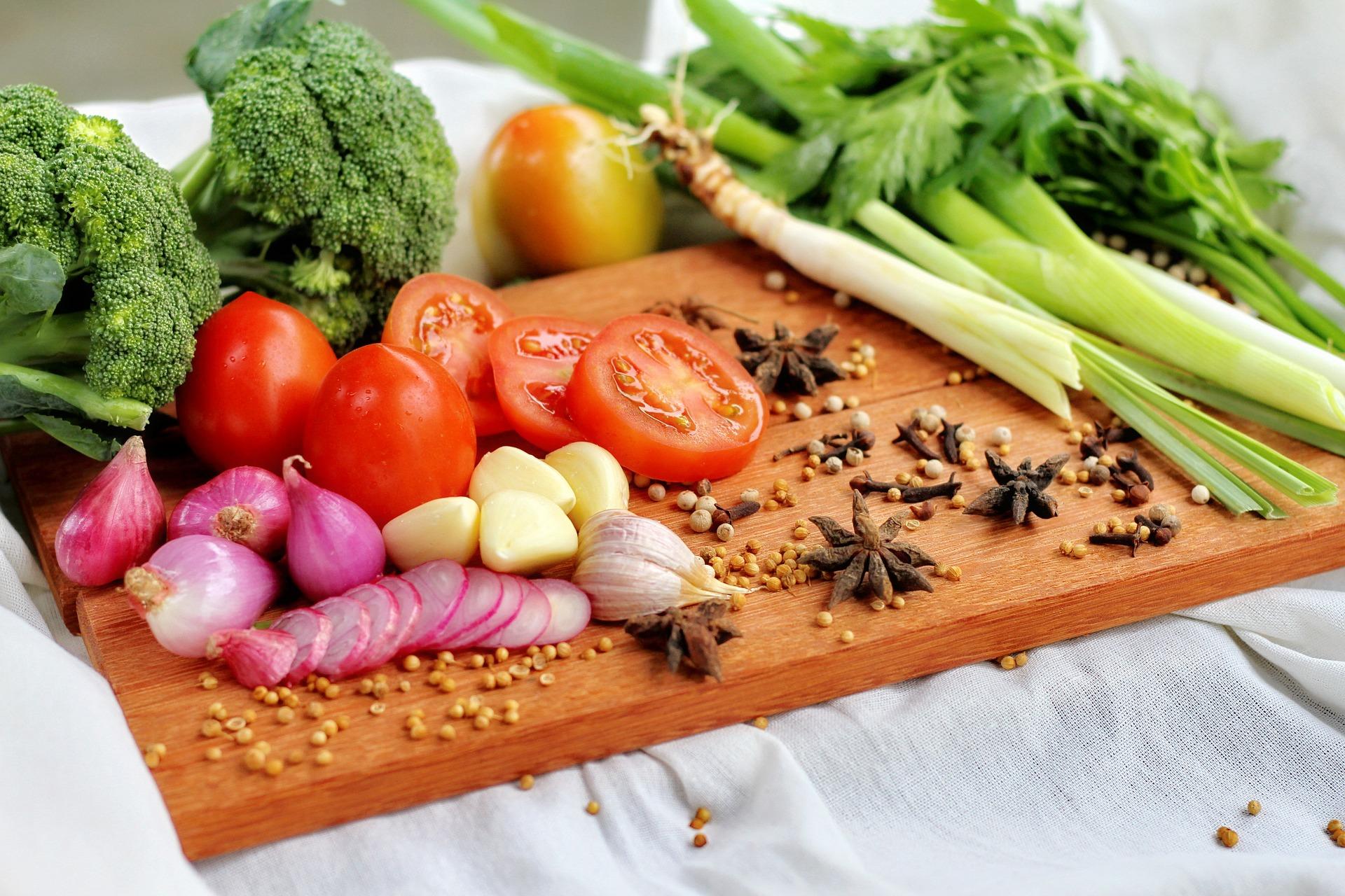 Understanding The Background Of Factors Affecting Diet