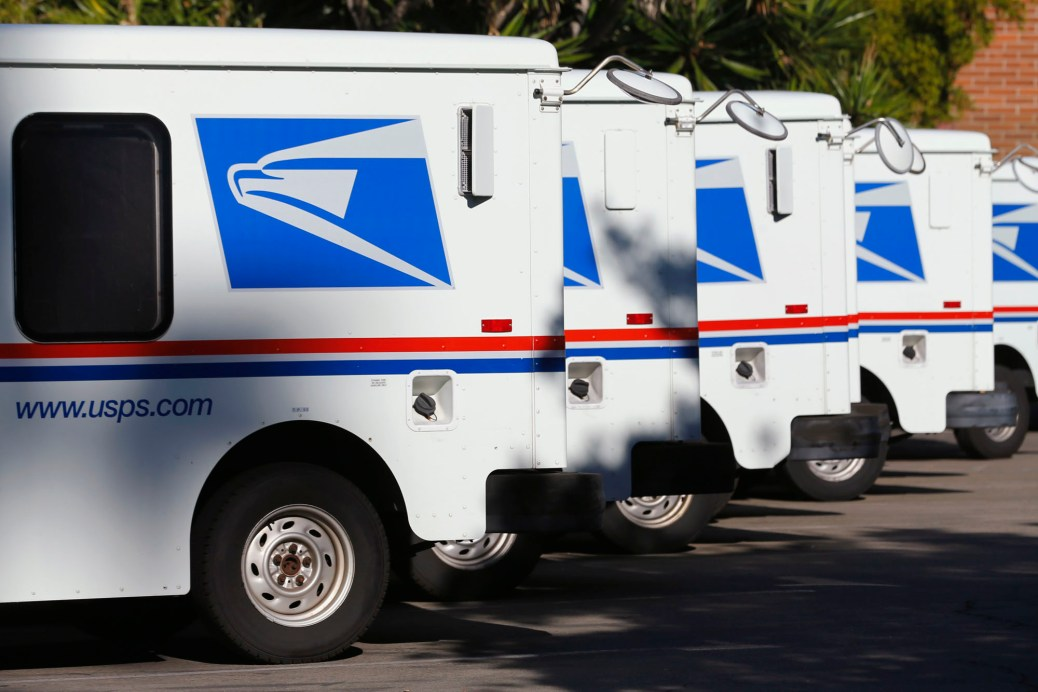 U.S. postal service trucks sit parked at the post office in Del Mar, California November 13, 2013.   REUTERS/Mike Blake  (UNITED STATES - Tags: TRANSPORT SOCIETY)