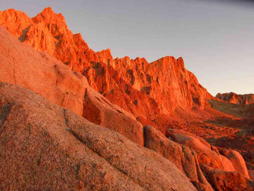 sunrise-glowing-on-mt-whitney-and-pinnacles