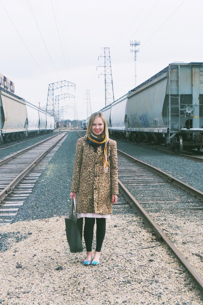 train-tracks-fashion-blogger