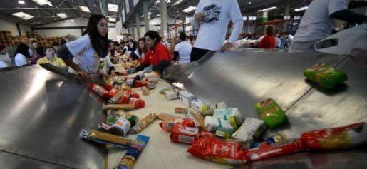 http://www.publico.pt/portugal/noticia/banco-alimentar-recolheu-mais-de-2180-ate-ao-final-da-tarde-de-domingo-1614684