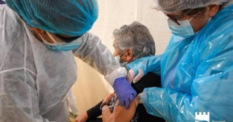 """Covid-19: Governo e `task force´ avaliam """"forma mais rápida"""" de vacinar imigrantes ilegais"""