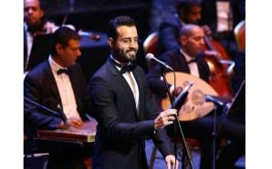 عبد الحليم حافظ يستمع الى اغنياته بصوت سعد رمضان