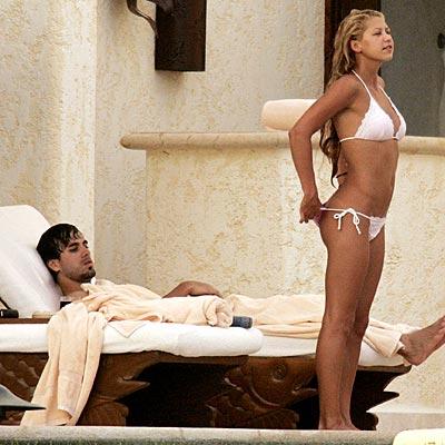 Enrique & Kournikova Chilling..