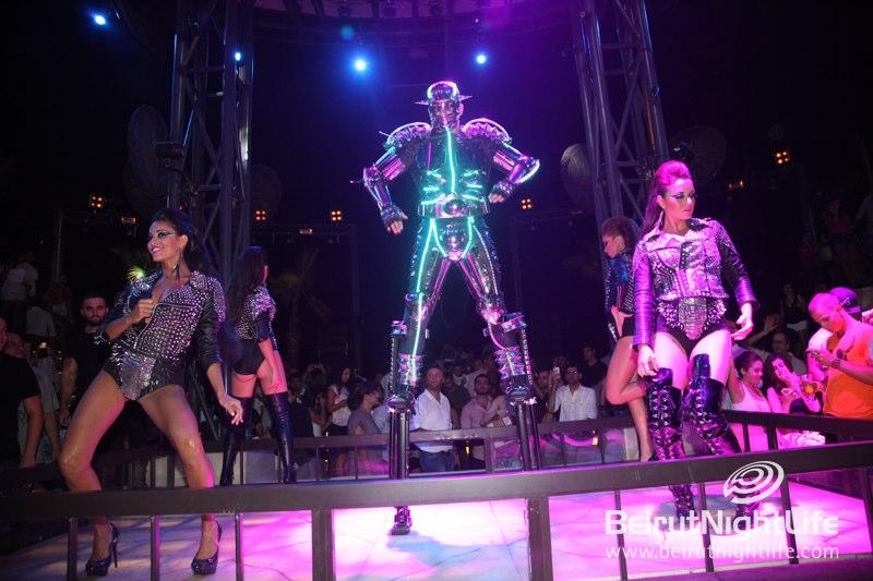All Hands Up at Pier 7 for Rapper Lloyd Banks