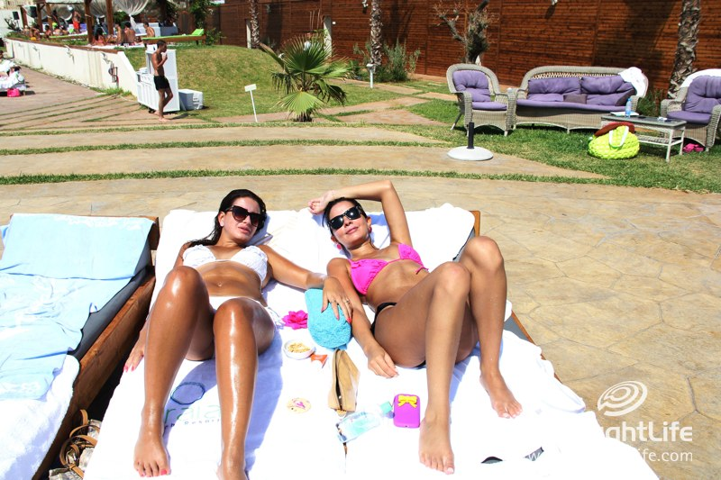 A Perfect Beach Day at Praia Resort