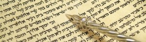 cropped-Torah-Scroll-text-silver-yad.jpg