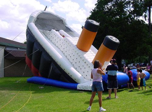 inflatable-titantic.jpg