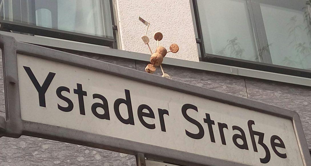 Happiness street art Berlin be kitschig blog