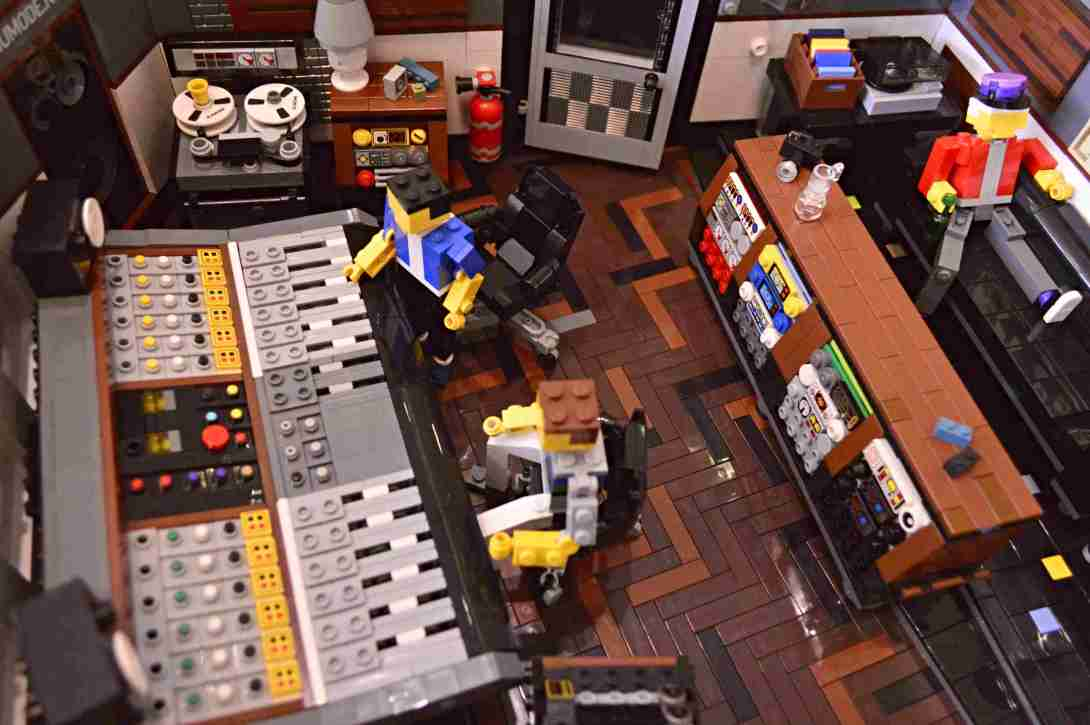 be kitschig blog Lego Love recording studio
