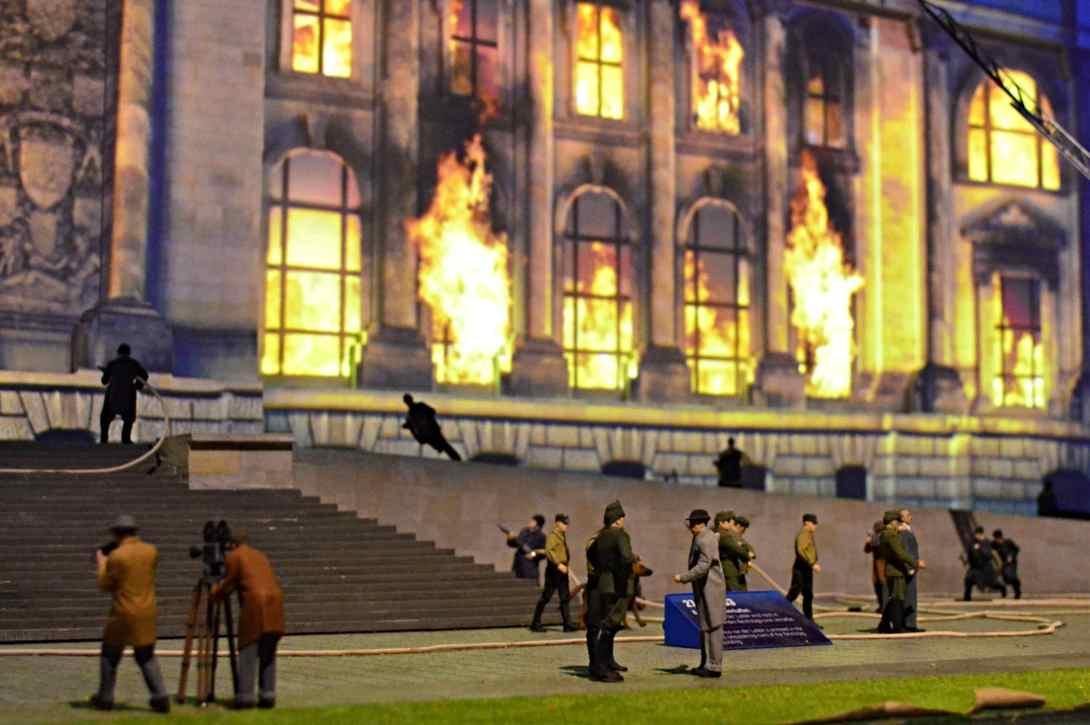 Burning Reichstag 1933 Little Big City Berlin Alexanderplatz be kitschig blog