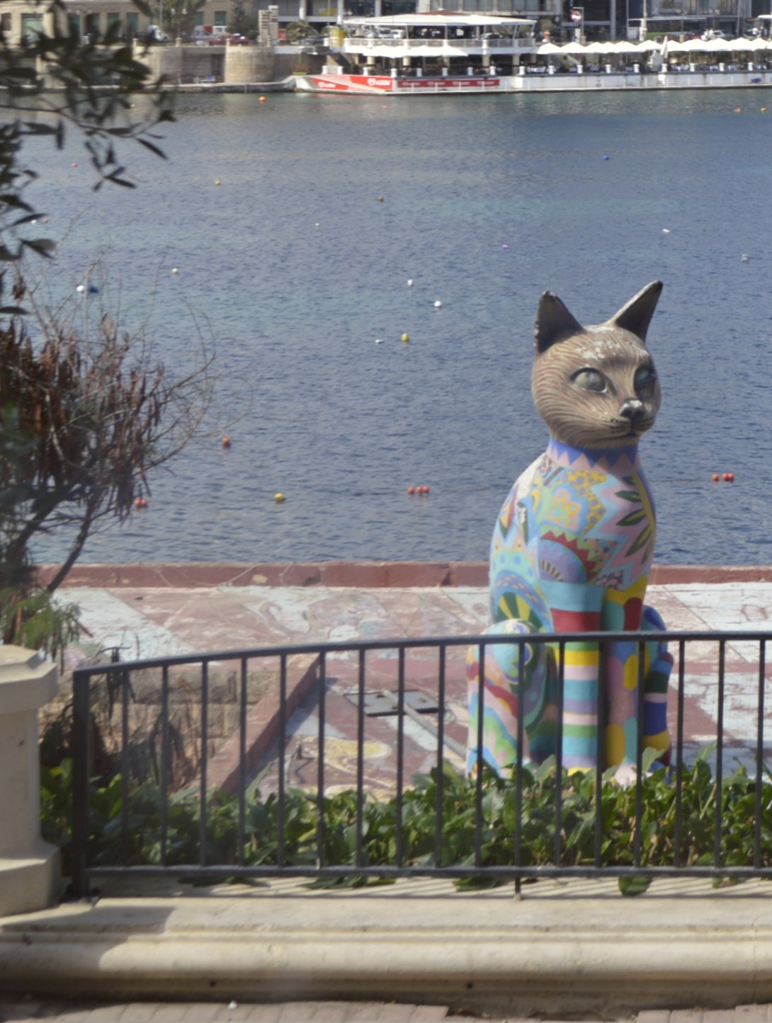 Maltese streetart Matthew Pandolfino cat statue katze