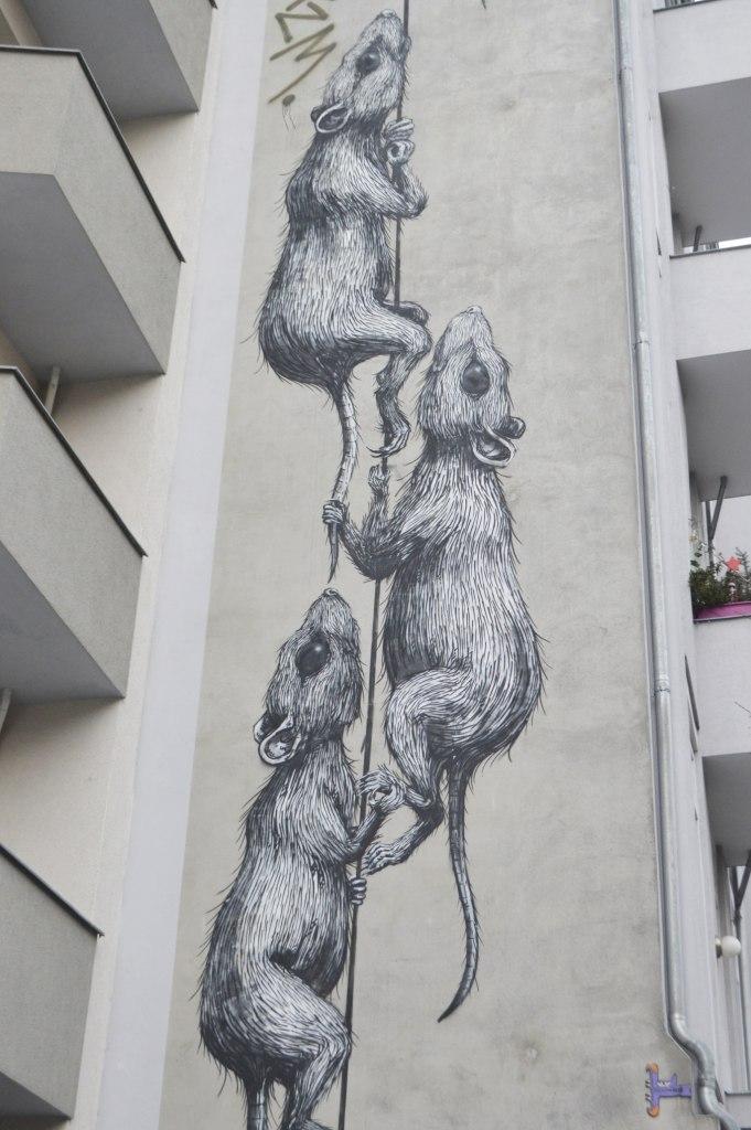 streetart Wandbild - The Big Rats by ROA  Prenzlauer Berg