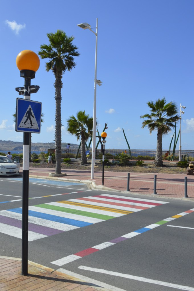 Regenbogen Fußgängerüberweg in Malta am Aquarium in Buggiba #queer