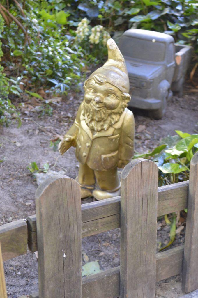 Heinrich der Gartenzwerg Berlin garden gnome Gartenzwerg