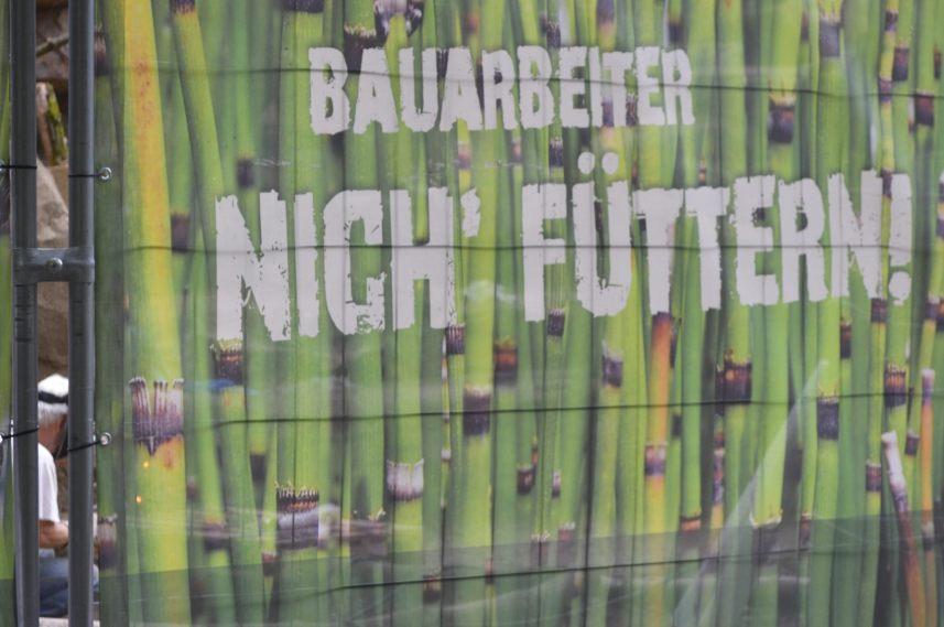 Dressed up construction site Berlin Tierpark Nich' die Baurabeiter füttern  be kitschig blog