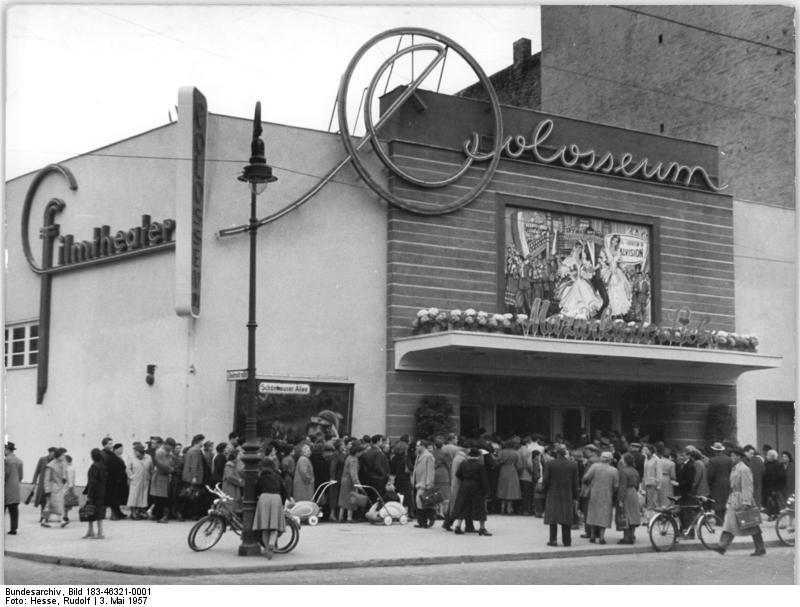 Bundesarchiv_Bild_183-46321-0001_Berlin_Schonberger_Allee_Kino_Colosseum