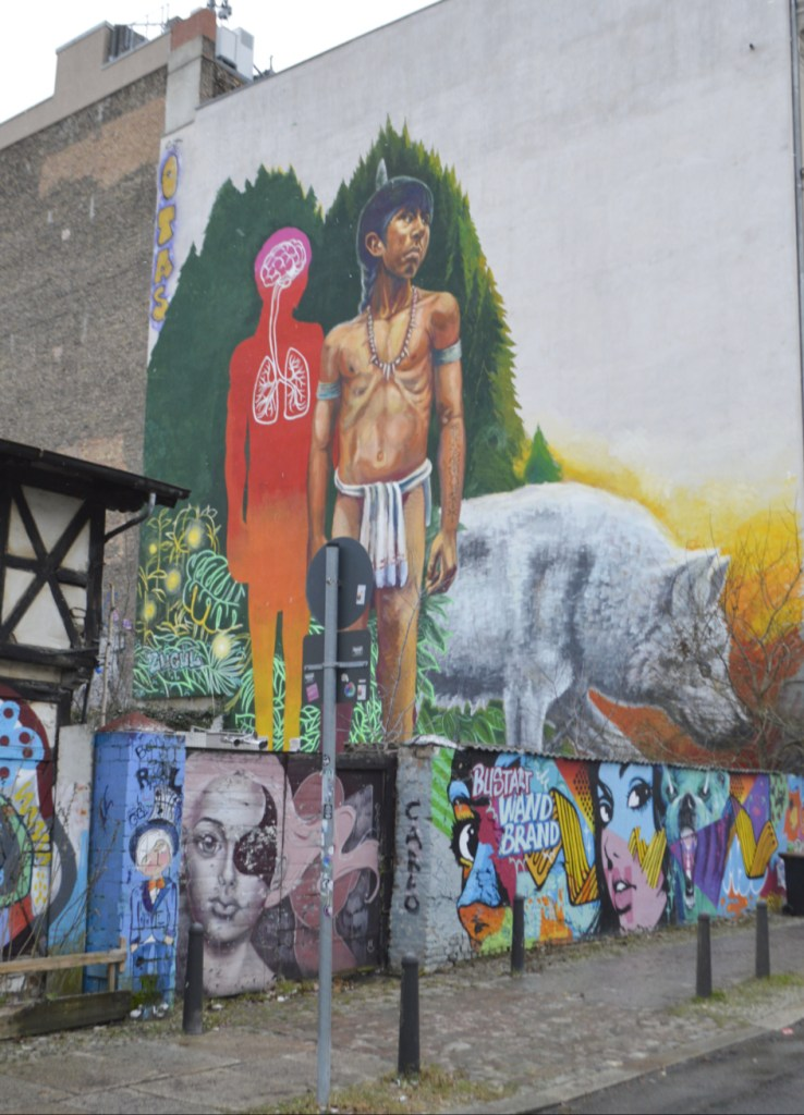 Freie Internationale tankstelle Berlin Wandbild by Alaniz bekitschig blog   streetart Wandbild