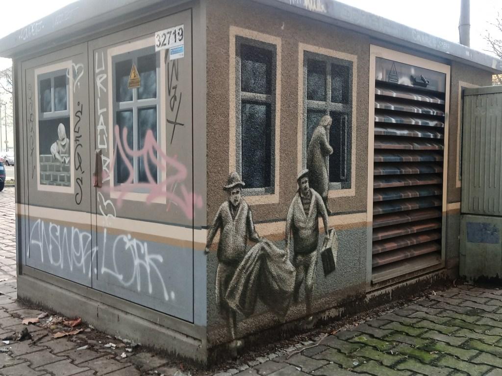 Junction Box Stromkasten -  Menschen fliehen aus Ostberlin Berlin Prenzlauer Berg