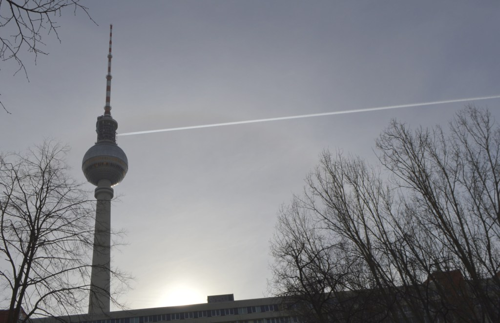 A mroning walk through Berlin Mitte during lock down  Fernsehturm Sonnenaufgang
