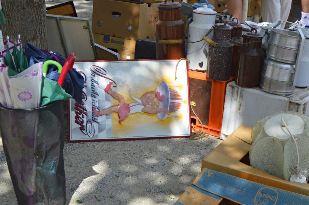 Altes Dr Oetker Schild - Werbung   Fotos vom Mauerpark Flohmarkt Berlin - bekitschig blog