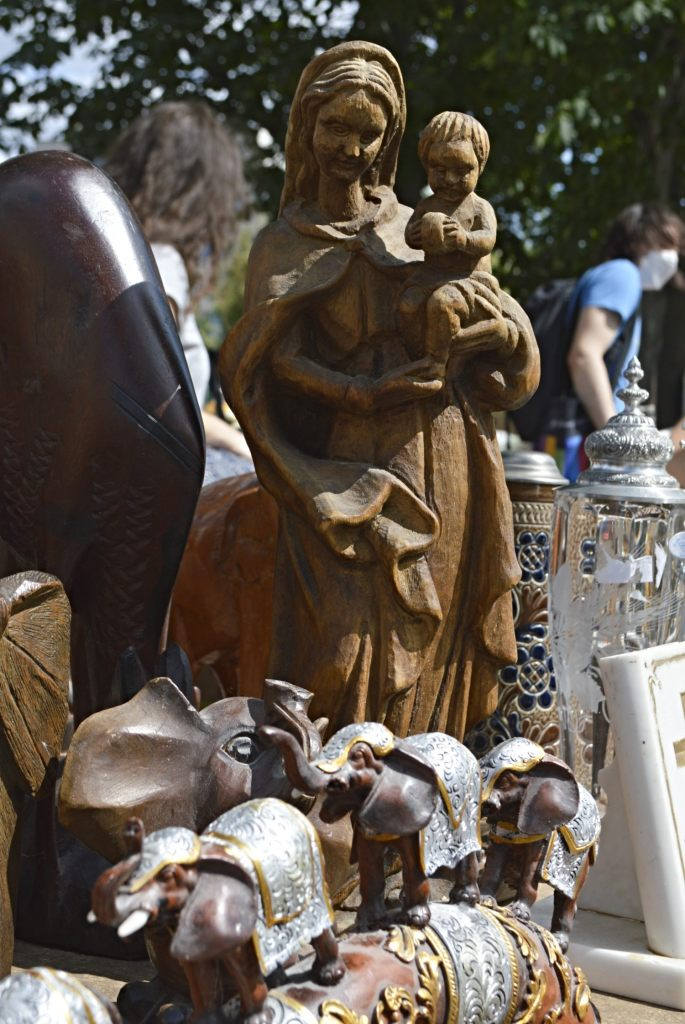 Statue Maria und Jesus aus Holz   Fotos vom Mauerpark Flohmarkt Berlin - bekitschig blog