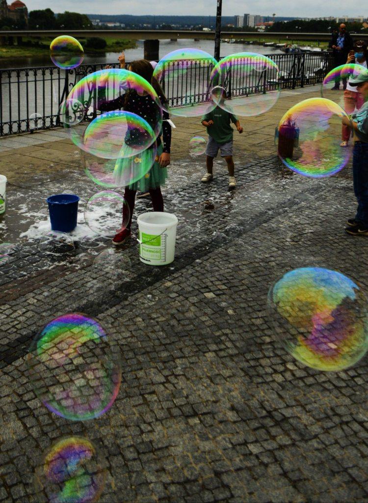 Hochschule für Bildende Künste Dresden große Seifen Blasen
